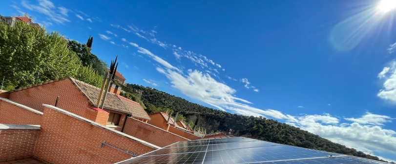 Instalación fotovoltaica con paneles solares para autoconsumo